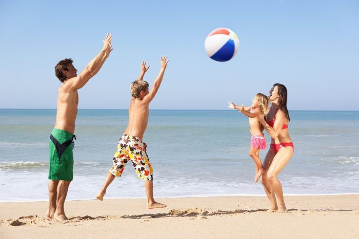 games to play at the beach with friends