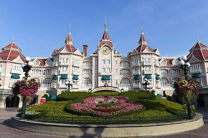 budget family accommodation hong kong - disneyland hotel