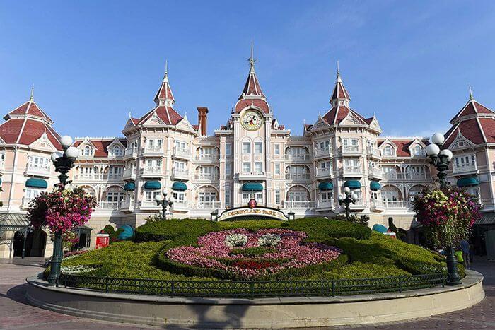 budget family accommodation hong kong - disneyland hotel