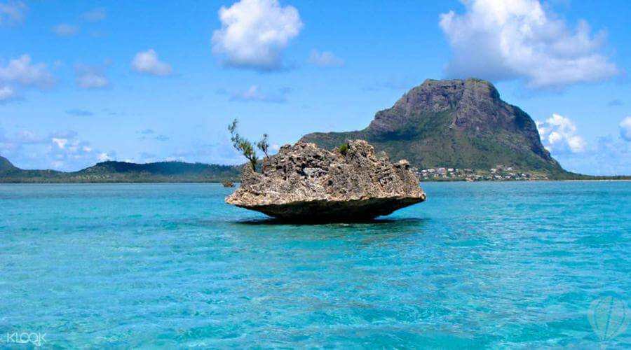 instagrammable places in Mauritius - Crystal Rock
